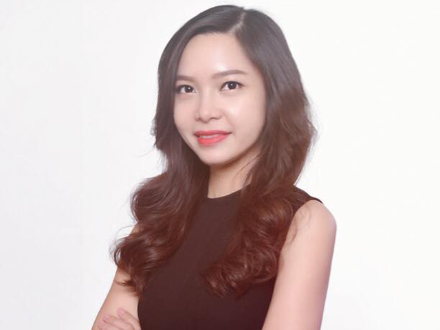 "<div class=""img-gt""><b>Ms. Nguyen Lan Huong </b> - <span class=""innghieng"">Giam doc PTKD</span></div>"